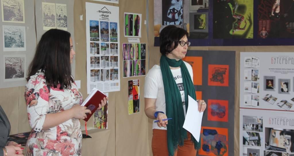 На протяжении текущей недели в Академии проходят просмотры работ студентов Института дизайна и рекламы